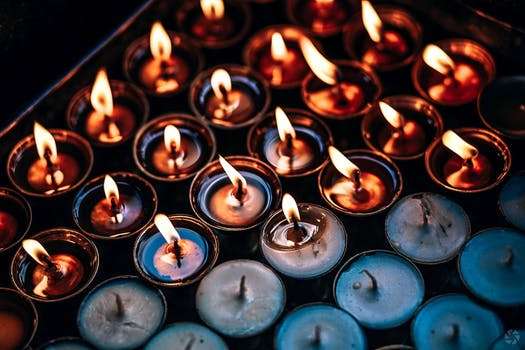 Information-Candle Omens